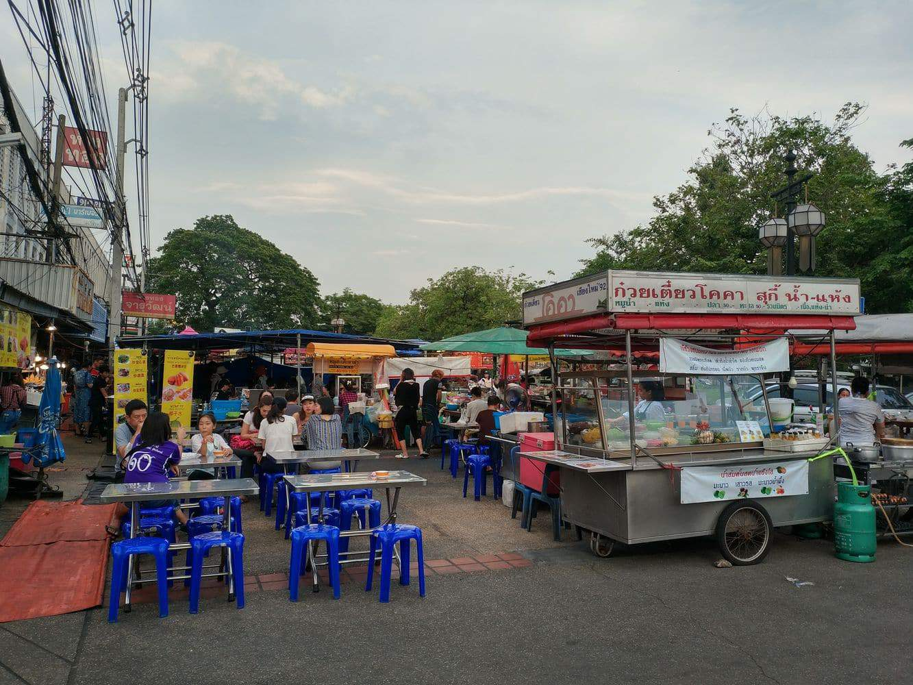 chang phuak market 04