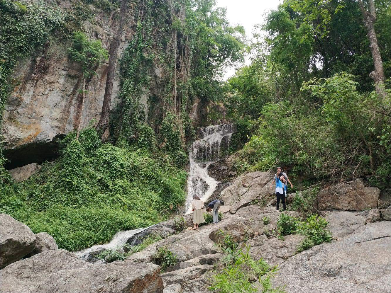 Huay Kaew Waterfall 10